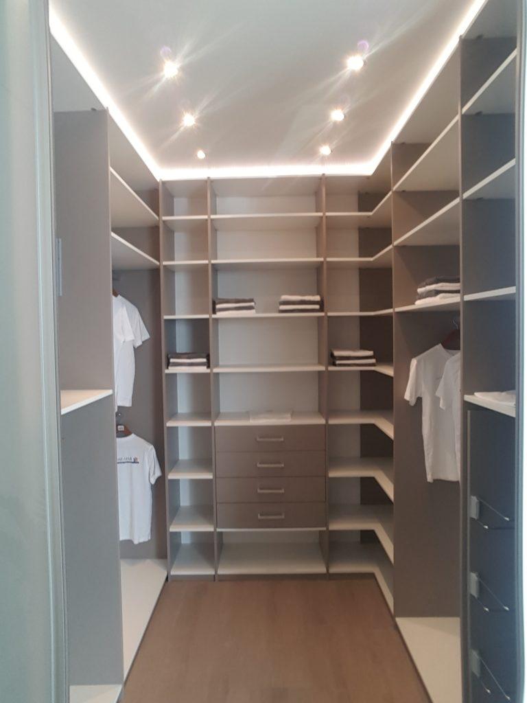 Inloopkast / walk in closet Arti-Interieur maakt dromen waar