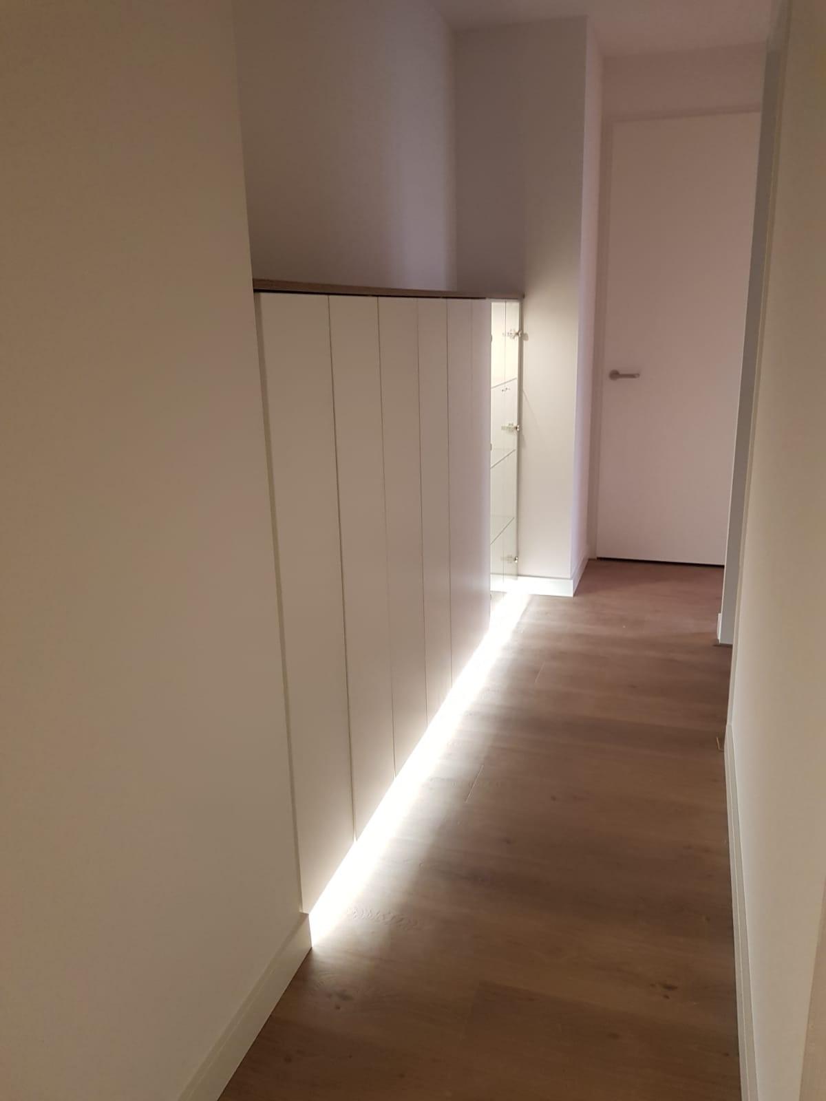 Licht En Interieur.Kast In De Gang Met Licht En Deuren Arti Interieur