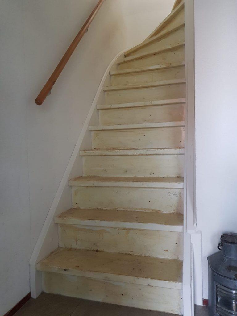 Trap voor traprenovatie rechte trap met 1 draai boven