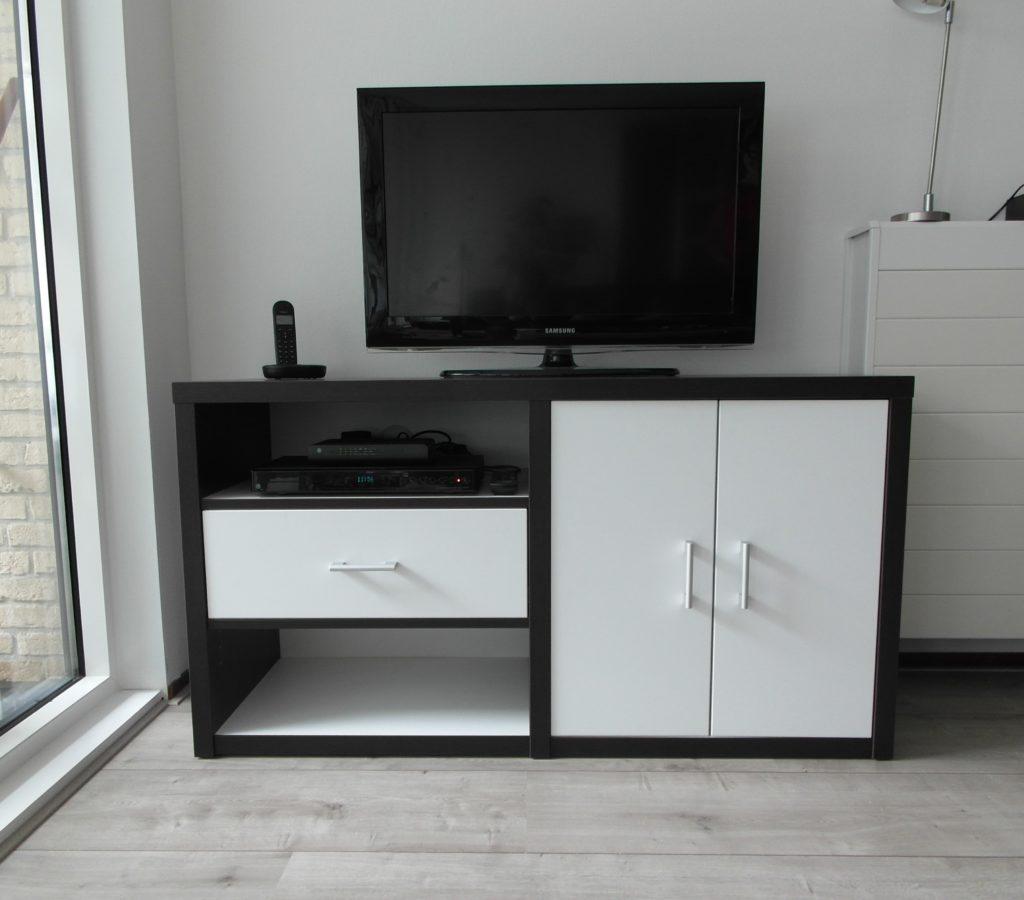 tv meubel op maat met deurtjes en een lade