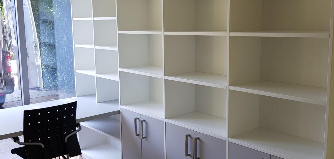Boekenkast met bureau