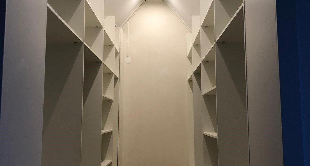 Inloopkast in een kleine ruimte