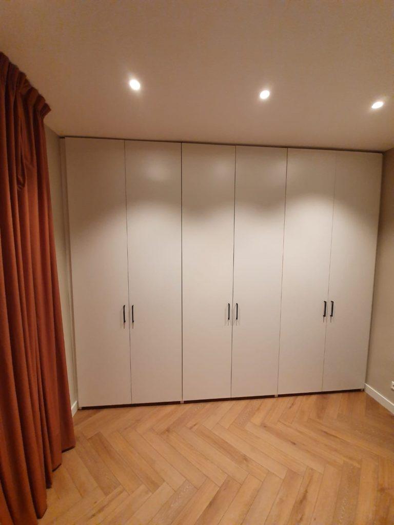 Draaideurkast met 3 sets van 2 deuren