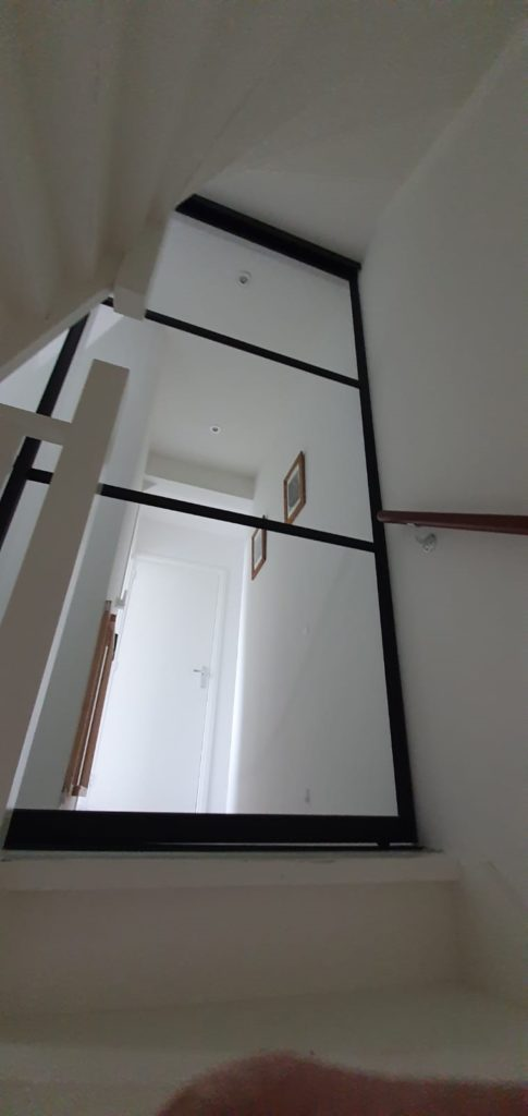 Metallook schuifdeur afsluiting trap