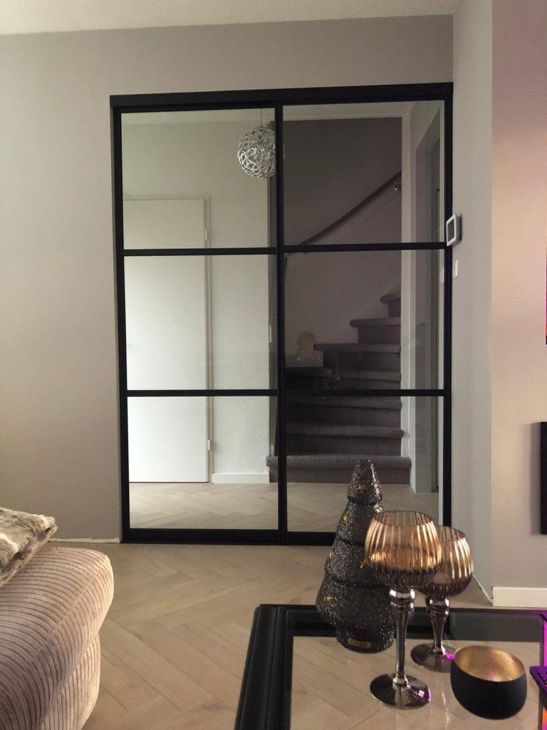 Metallook deuren en visgraat vloer