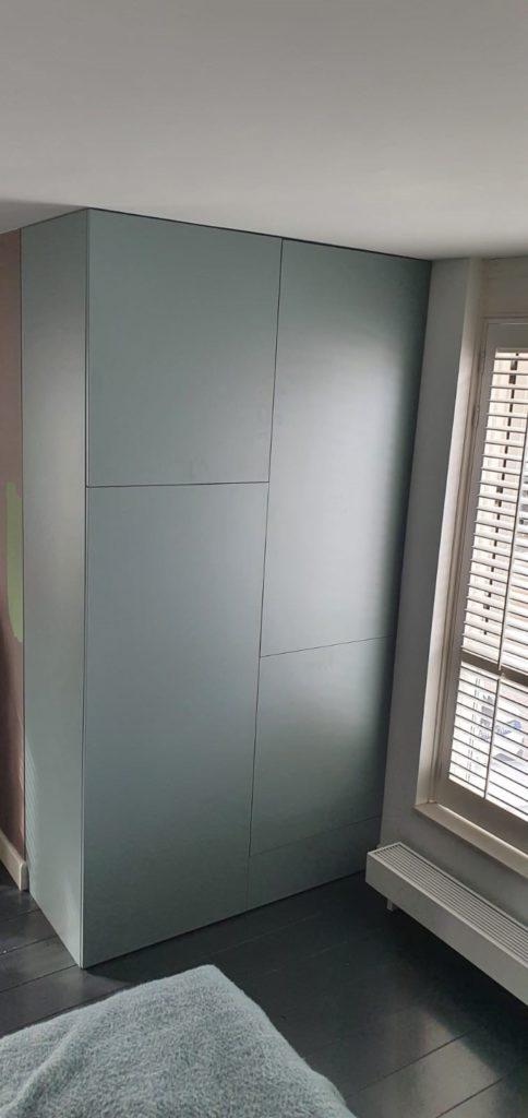 Draaideurkast fjord groen meerdere deuren