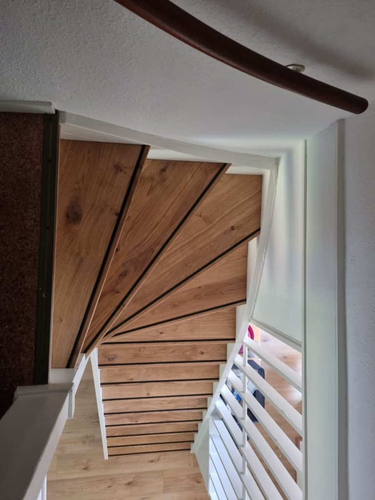 Open trap renovatie van bovenaf