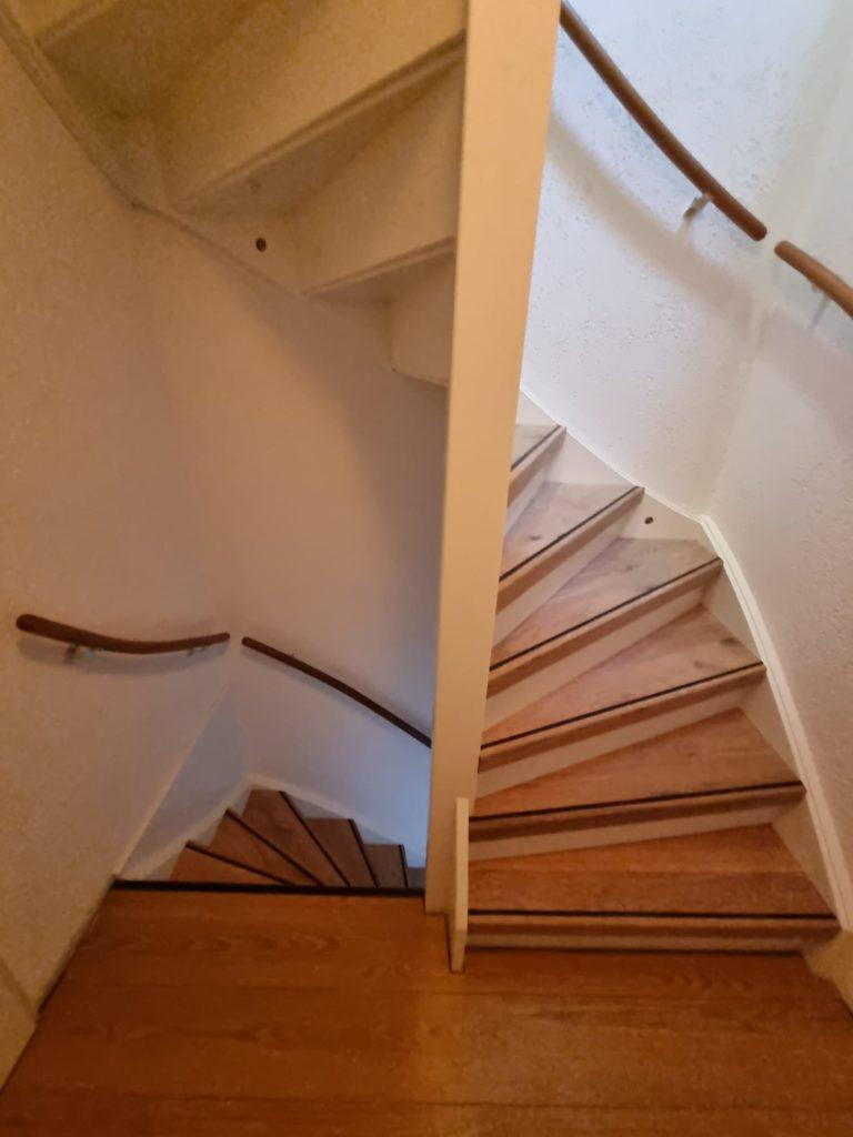 Traprenovatie trap naar boven kleur natural oak